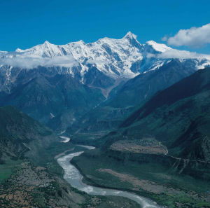 yarlung tsangpo river gorge tibet