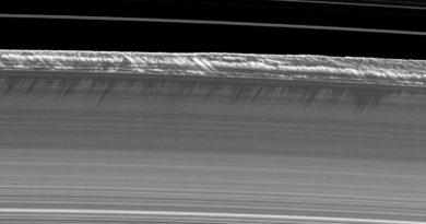 Saturns equinox rings ice wall B