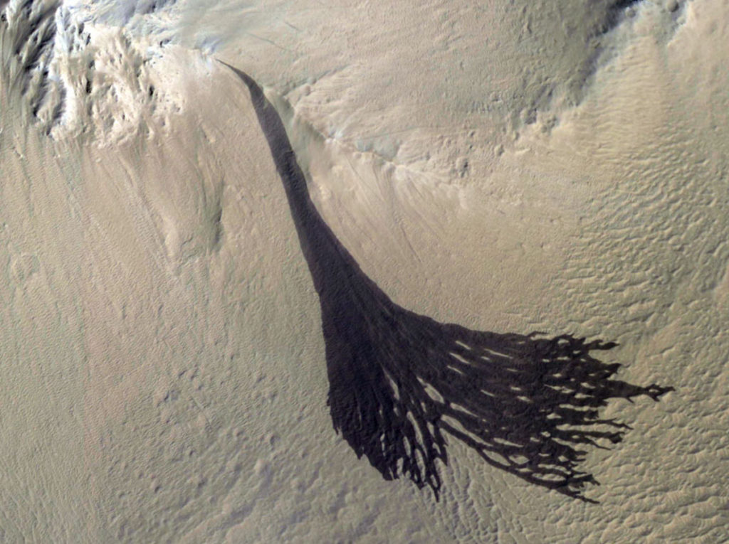 geomorphology mars dark streaks