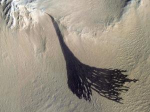 geomorphology mars dark streaks