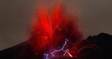 electricity volcano magma chambers lightning