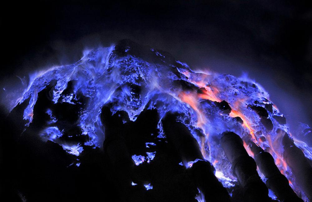 kawah ijen crater volcano Indonesia blue lava flames sulphur