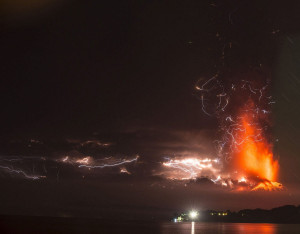 volcano lightning chile eruption